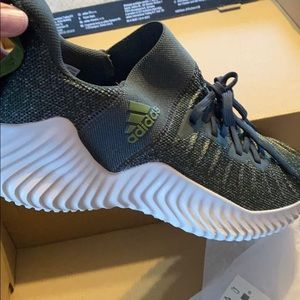 New AlphaBounce Trainer size 10.5